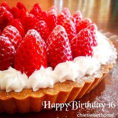 28日に16歳の誕生日を迎える長女のリクエストケーキです! ここ数年間に作ったタルトの中でも最高の出来(。-艸-。) そして夕飯のリクエストはたこ焼きパーティーーー!笑 好きな物を食べて青春を満喫しておくれ〜♪ - 366件のもぐもぐ - いちごタルト♡ by chiesweethome