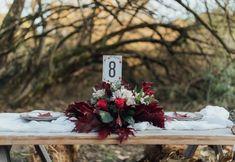 Στολισμός γάμου με ανθοδέσμη στο νυφικό τραπέζι από το Κουτί Ονείρων. Δείτε περισσότερα στο www.GamosPortal.gr!