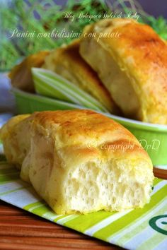 Soft bread with mashed potatoes. Panini Recipes, Bread Recipes, Cooking Recipes, Focaccia Pizza, Salty Foods, Bread And Pastries, International Recipes, My Favorite Food, Finger Foods