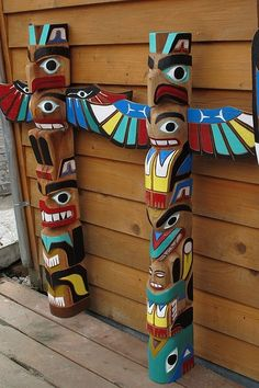 I want to make a totem pole for my place. Perhaps a smaller, cuter version of… Totem Pole Craft, Tiki Totem, Native American Totem, Native American Crafts, American Symbols, American Indians, Native Indian, Native Art, Cowboy Party