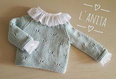 Jersey tejido a mano con algodón y camisita de batista de primera puesta. L'Anita