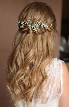 Braids half up half down wedding hairstyle,partial updo bridal hairstyles - a great options for the modern bride from flowy bohemian to clean contemporary (Prom Hair) Wedding Hairstyles Half Up Half Down, Half Up Half Down Hair, Best Wedding Hairstyles, Wedding Hair Down, Wedding Hair And Makeup, Bride Hairstyles, Down Hairstyles, Hairstyle Wedding, Hairstyle Ideas