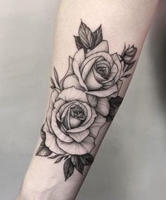 Tattoos From Around The World – Voyage Afield Forearm Tattoos, Future Tattoos, Love Tattoos, Beautiful Tattoos, Body Art Tattoos, Girl Tattoos, Piercing Tattoo, Piercings, Rosen Tattoo Schulter