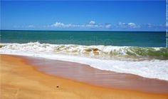 Praia de Arakakaí: Ao sul da sede do município de Cabrália e consequentemente do Rio João de Tiba, a primeira praia própria para  banho de mar é a Praia de Arakakaí, ainda ligada ao centro da cidade e servida por diversas barracas com bares e restaurantes de cozinha típica a cozinha internacional. Praias do Litoral Sul e Coroa Vermelha.