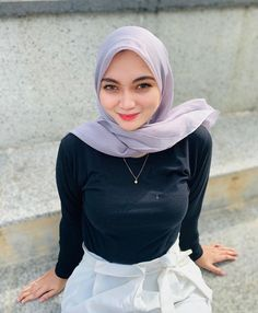 Beautiful Muslim Women, Beautiful Hijab, Beautiful Asian Girls, Hijabi Girl, Girl Hijab, Preteen Girls Fashion, Girl Fashion, Hijab Jeans, Arab Girls Hijab