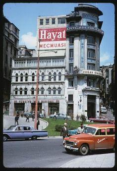 """1965 İstanbul'undan """"Bu Film Nerede Koptu"""" Dedirten 44 Naftalin Kokulu Fotoğraf:"""