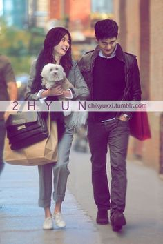 Hyun couple on the go.