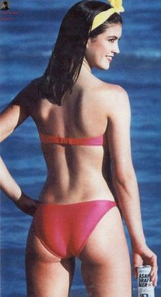 phoebe cates bikini pics