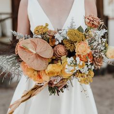 "Green Wedding Shoes / Jen on Instagram: ""How's that for a textured bouquet? Raise your hand if you'd like to walk down the aisle with something like this! 🙋🏻‍♀️ See more golden…"""