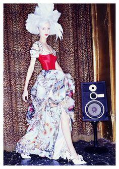 FODDIS AW2015, eveningwear with a twist ! More on www.facebook.com/umbyfoddis