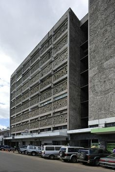 Abreu, Santos e Rocha Building, Maputo, Mozambique; designed by Pancho Guedes… Maputo, Places Around The World, Around The Worlds, World Of Concrete, Cape Verde, Building Structure, City Buildings, Africa Travel, Capital City