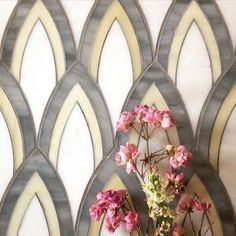 Summer beauty lasts forever with our Detailed Plume pattern, shown here in uplifting neutrals #plumage #feathers #roses #charcoal #glasstile #tile #tiletuesday #tileometry #tilelove #tilestyle #decorinspo #interiordesign #interiors #kitchen #backsplash #bathroom #spa #fireplace #lounge #restaurantdesign #salledebain #maison #casa #villa #chateau #foyer #accentwall #featurewall