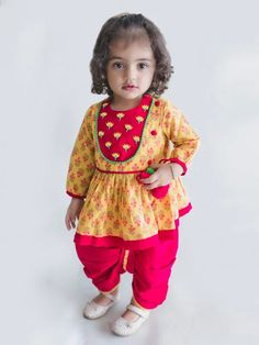 Top trendy and stylish Punjabi outfits designs for kids, latest and unique dresses designs for kids, top Punjabi dresses designs for baby girls, stylish baby girls frocks designs, unique and exclusive Punjabi frocks designs Baby Girl Frocks, Frocks For Girls, Dresses Kids Girl, Kids Outfits, Baby Girl Frock Design, Stylish Baby Girls, Trendy Baby, Baby Girl Dress Patterns, Baby Dress