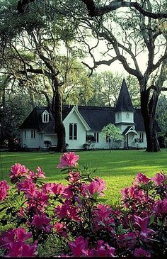 2006; Christ Church on St. Simon's Island, GA. Wandered around the old cemetery in back, then went back for a worship service here with my mom and sister.