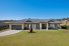Woodland Grey Colorbond Roof and Rendered Single Builders Home in Tamworth