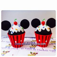 Minni y Mickey Mouse Mickey E Minie, Fiesta Mickey Mouse, Mickey Mouse Cupcakes, Mickey Mouse Clubhouse Party, Baby Mickey, Mickey Party, Cupcake Crafts, Cupcake Party, Cap Cake