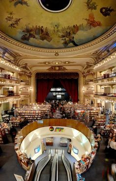 El Ateneo Grand Splendid (bookshop) - built as a theater in converted into a bookstore in early - Buenos Aires, Argentina Palaces, Libreria El Ateneo, Argentine Buenos Aires, Beautiful Library, Home Libraries, Public Libraries, World Of Books, Montevideo, Library Books