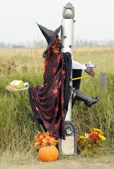 """""""Don't Text and Fly"""" portrays a witch on her broomstick impaled in a lamppost, with a blue Samsung cellphone in hand. It was the People's Choice winner in the Stevensville (Mont.) Scarecrow Festival.        Read more: http://billingsgazette.com/news/state-and-regional/montana/spooky-creatures-lurk-in-fields-outside-stevensville-for-scarecrow-festival/article_9bc7ae5a-05cd-5b4f-9c7c-7ea9bfbd7d9c.html#ixzz28ostuNad"""