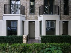 LONDON | Projects & Construction - Page 1124 - SkyscraperCity Classical Architecture, House Architecture, Bay Window Exterior, Hunter House, Modern Colonial, Narrow House, Bays, New Builds, Urban Design