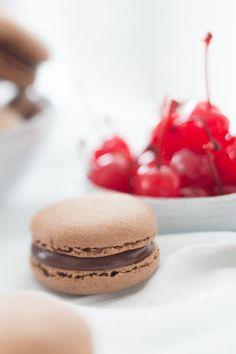 Macaron de chocolate trufado com surpresa de cereja - Danielle Noce