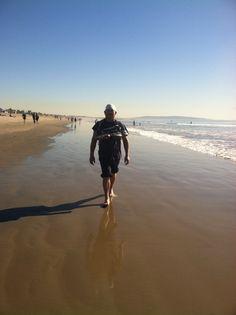 Mi amor caminando en la playa