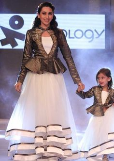 mom and kid costumes buy for order on WhatsApp +919214873512, prices 4500/Rs included all charge,15 days door delivery , all payments options available +919214873512, Gowns For Girls, Dresses Kids Girl, Girl Outfits, Mother Daughter Wedding, Mother Daughter Fashion, White Skirt And Top, White Skirts, Kurta Designs, Blouse Designs