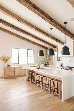 Light Wood Kitchens, Modern Farmhouse Kitchens, Home Kitchens, Kitchen Ideas Light Wood Cabinets, Modern White Kitchens, Natural Wood Kitchen Cabinets, Wood Kitchen Island, Open Kitchen, Plafond Design