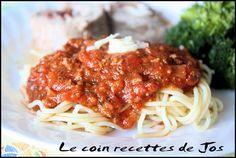Le coin recettes de Jos: SAUCE À SPAGHETTI À LA VIANDE Homemade Spaghetti Sauce, Big Mac, Mets, Tuna, Coin, Nom Nom, Pizza, Favorite Recipes, Baking