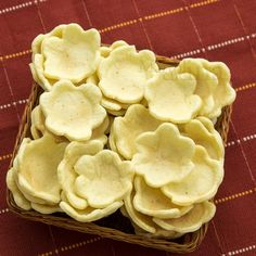 Fiorellini di brisee-1200x1200 Antipasto, Snack Recipes, Cake Recipes, Snacks, Creative Food Art, Mousse, Slime Recipe, Play Food, Food Humor