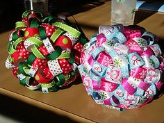 Ribbon ornament - easy craft that looks like an expensive find at an upper boutique. by regianecasarin Quilted Christmas Ornaments, Fabric Ornaments, Noel Christmas, Christmas Fabric, Diy Christmas Ornaments, Christmas Ribbon Crafts, Ball Ornaments, Christmas Wreaths, Homemade Ornaments