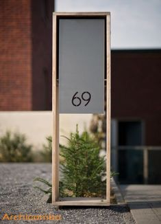 contemporary house number | metal and blonde wood || brievenbus