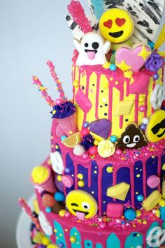 Trending emoji cake