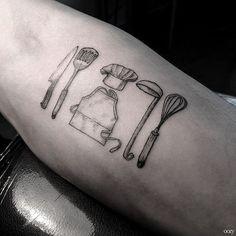 herramientas y utensilios de un chef a domicilio. Tatuaje con menaje de cocina
