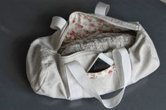 Free Excess: The case is in the bag (Tutorial Duffel Bag) Source by missfabrik Coin Couture, Couture Sewing, Diy Sac Pochette, Sac Week End, Diy Bags Purses, Sewing Accessories, Duffel Bag, Sewing Tutorials, Tutorial Sewing
