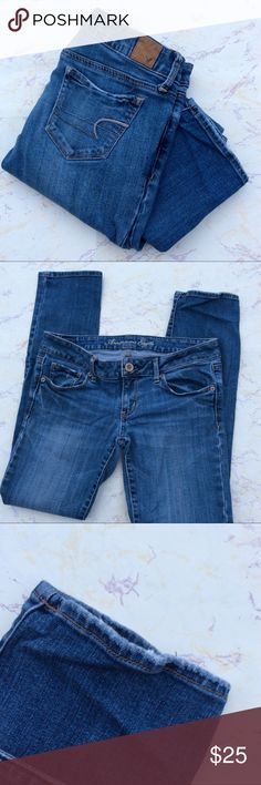 American Eagle Skinny Jeans Size 6 Short Medium wash American Eagle stretch skinny jeans. Size 6 short. Waist 15. Inseam 29. Rise 7. A little fraying on the bottom hem shown in photos. American Eagle Outfitters Jeans Skinny