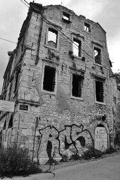 Bosnia, why is Mostar still a city in ruins on Behance