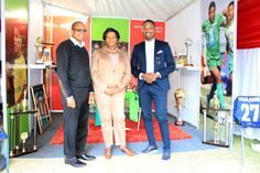 Transnet Fooundation Sports Portfolio Manager Mike Moloto shares a moment with Foundation CEO Cynthia Mgijima and TV Sport Presenter Andile Ncube at the Portfolio's Wall of Fame. Sports Presenters, Wall Of Fame, Foundation, In This Moment, Tv, Image, Fashion, Moda, Television Set