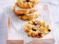 Kekse auf Amerikanisch: Wir zeigen Schritt für Schritt, wie Sie Cookies ganz einfach selber machen und je nach Naschvorliebe köstlich variieren können.