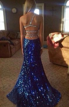 What a beautiful dress love it  i what it when i finish high school