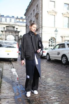 Street Style at London Fashion Week Fall 2014 (part London Fashion Weeks, London Fashion Week Street Style, Street Style 2016, Street Chic, Street Style Women, Street Fashion, Boyish Girl, Fashion Pants, Fashion Outfits