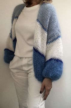Best knitting patterns cardigan beautiful ideas – Knitting world Knit Cardigan Pattern, Crochet Cardigan, Knit Crochet, Knitting Designs, Knitting Patterns Free, Knit Patterns, Mode Ootd, Poncho, Mohair Sweater