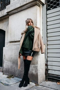 #19 Gros pull + jupe vinyl + perfecto oversize + cuissardes