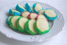 Brysselkex är väl den mest klassiska småkakan någonsin, lätt att göra och fin i olika färger.  Det här behöver du: 200 gram smör 1 1/2 tsk vaniljsocker 1 dl strösocker 1 dl potatismjöl 3 1/2 dl vetemjöl Garnering : strösocker + karamellfärg Gör så här: Ställ ugnen på 175 … Läs mer
