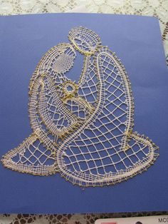 Foto: nvd. 2010, amiga invisible Bobbin Lace Patterns, Lace Heart, Lace Jewelry, Lace Making, String Art, Lace Detail, Nativity, Arts And Crafts, Album