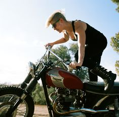 Alicia of The Motolady sporting uglyBROS-USA TONUP-G women's jeans on Vintage Triumph