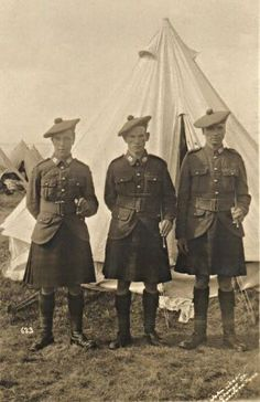 3 Privates, soldiers in the Argyll & Sutherland Highlanders WWI