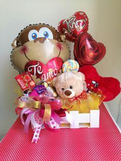 Bouquet Box, Candy Bouquet, Valentine Gift Baskets, Valentines Diy, Bestie Gifts, Balloon Flowers, Happy Birth, Balloon Decorations, Congratulations