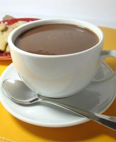 Cioccolata calda fatta in casa, come la consiglia Cioccolateria Veneziana http://www.cioccolateriaveneziana.it/consigli-cioccolato/cioccolata-calda-fatta-in-casa-ricetta/