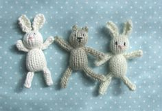Teeny Tiny Knitted Animals Free Knitting Pattern- These tiny toys by Julie at Little Cotton Rabbits are just under inches cms) tall. Just right for Easter baskets Knitted Bunnies, Knitted Animals, Bunny Rabbits, Knitted Baby, Animal Knitting Patterns, Crochet Patterns, Free Knitting, Baby Knitting, Knitting Toys