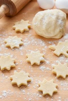 If you are making Christmas cookies or treats this year, you will need these holiday baking must-haves to ensure the process is as smooth as possible! Cut Out Cookies, How To Make Cookies, Cupcake Cookies, Sugar Cookies, Bolo Pullman, Cookie Recipes, Dessert Recipes, Galette, Holiday Cookies